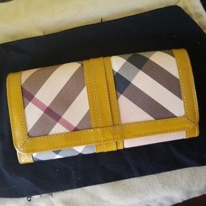 BURBERRY NOVA CHECK YELLOW LEATHER WALLET